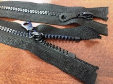 Műanyag zippzár, hosszúság: 85cm, szín: fekete, 1 csomag: 10db, Egységár: 124,0 Ft/darab*